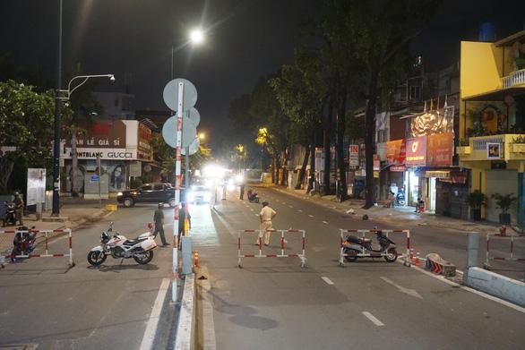 Tái lập 10 chốt kiểm soát ra vào quận Gò Vấp trong đêm 31-5 - Ảnh 4.