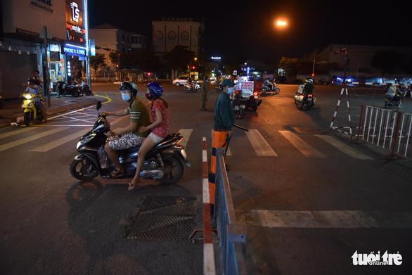 Tái lập 10 chốt kiểm soát ra vào quận Gò Vấp trong đêm 31-5 - Ảnh 3.