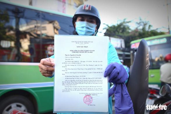 Chủ tịch UBND quận Gò Vấp: Hôm nay người dân tạm đi lại bình thường, phải khai báo y tế - Ảnh 7.