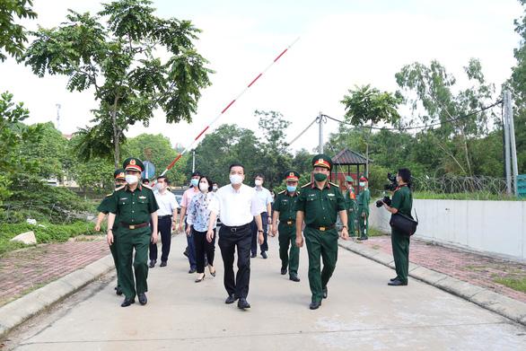 35 F1 ở khu cách ly tập trung thành F0 trong 1 ngày, chủ tịch Hà Nội đi kiểm tra gấp - Ảnh 1.