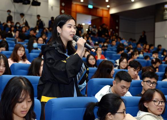 Các đại học hỗ trợ sinh viên do dịch - Ảnh 1.