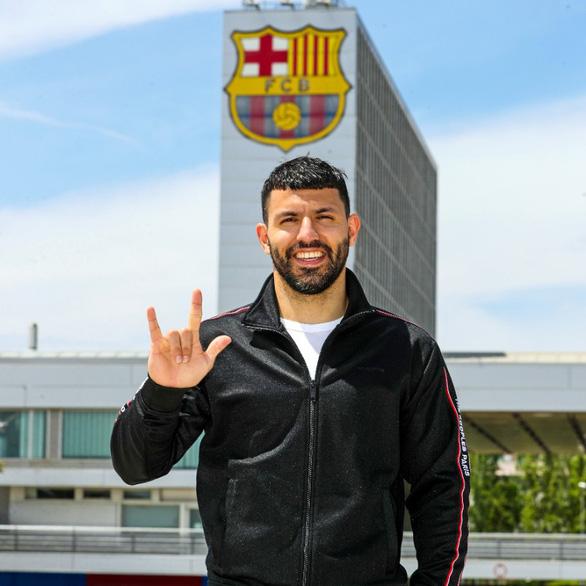 Aguero gia nhập Barca với điều khoản khủng - Ảnh 1.
