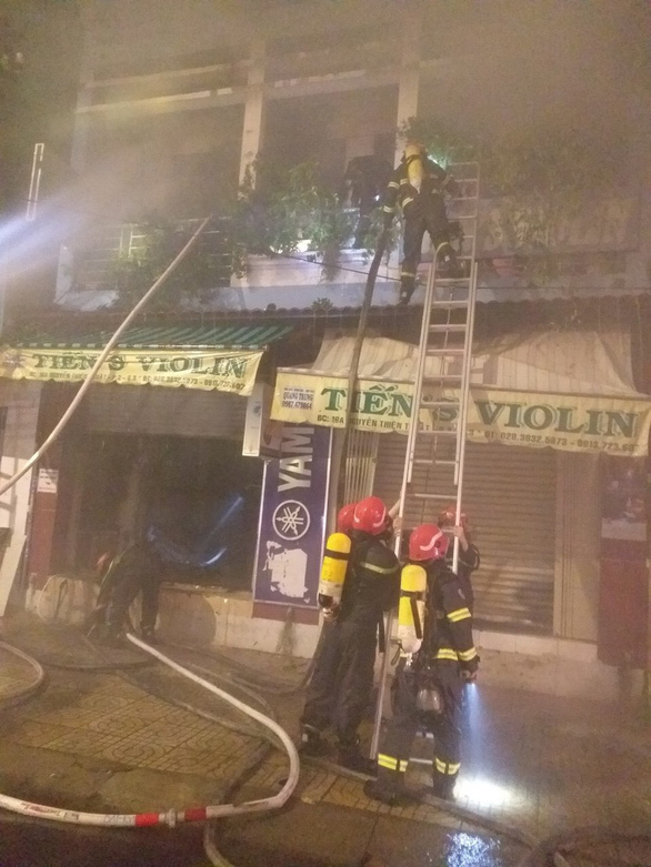 Cứu 4 người thoát khỏi đám cháy sau khi TP.HCM giãn cách xã hội - Ảnh 1.