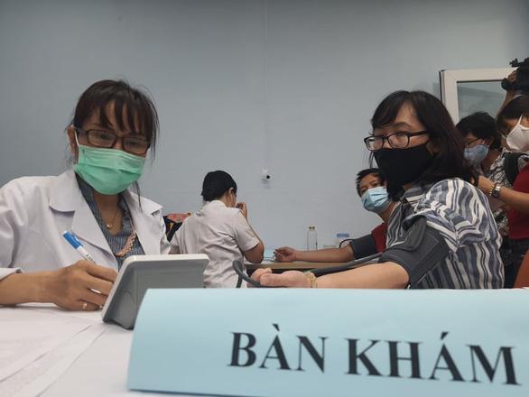 Tiêm vắc xin COVID-19 cho 80 phóng viên, nhà báo ở TP.HCM - Ảnh 1.