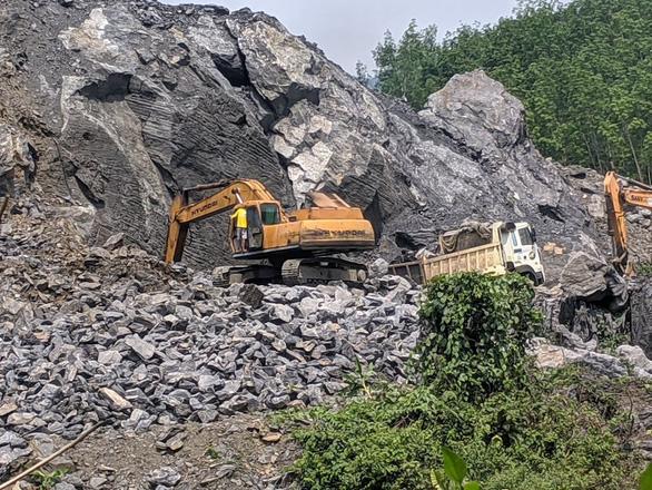 Thừa Thiên Huế yêu cầu Trường Thịnh dừng khai thác mỏ đá trái phép - Ảnh 1.