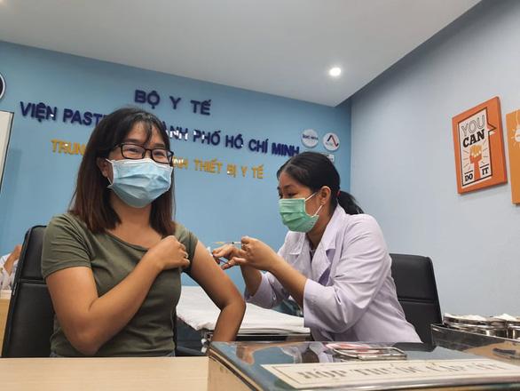 Lô vắc xin AstraZeneca 288.000 liều đã về đến TP.HCM - Ảnh 1.