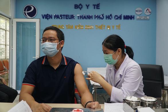 Tiêm vắc xin COVID-19 cho 80 phóng viên, nhà báo ở TP.HCM - Ảnh 2.