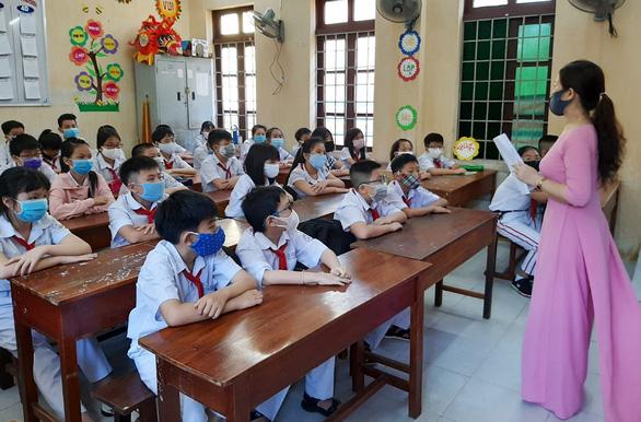Phú Yên cho thi kết thúc học kỳ 2 sớm để chủ động phòng chống COVID-19 - Ảnh 1.