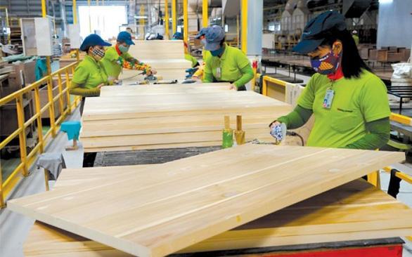 Việt Nam vượt Trung Quốc xuất khẩu nhiều thành phẩm nội thất nhất vào Mỹ - Ảnh 1.