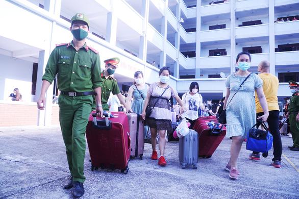 Quảng Nam băn khoăn việc đón các chuyến bay đưa người nhập cảnh về tỉnh - Ảnh 2.