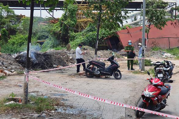 Phát hiện xác một người đàn ông chết cháy dưới chân cầu Đồng Nai - Ảnh 2.