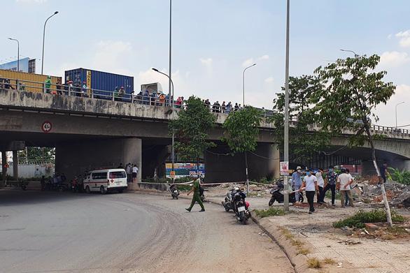 Phát hiện xác một người đàn ông chết cháy dưới chân cầu Đồng Nai - Ảnh 3.