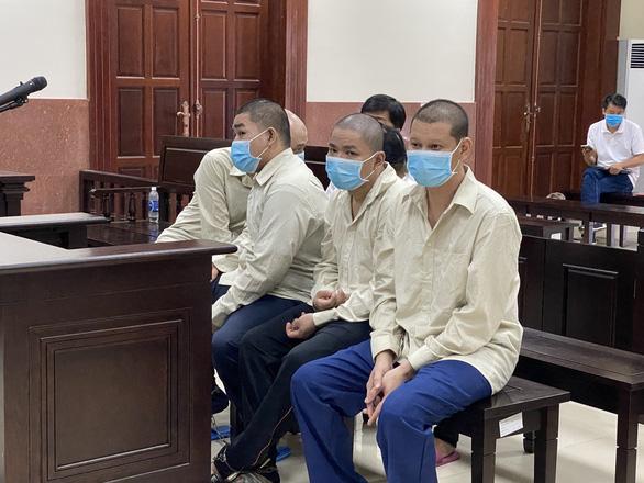Vào tòa án bắt người trái luật, nhóm người nhận 11 năm 6 tháng tù - Ảnh 1.