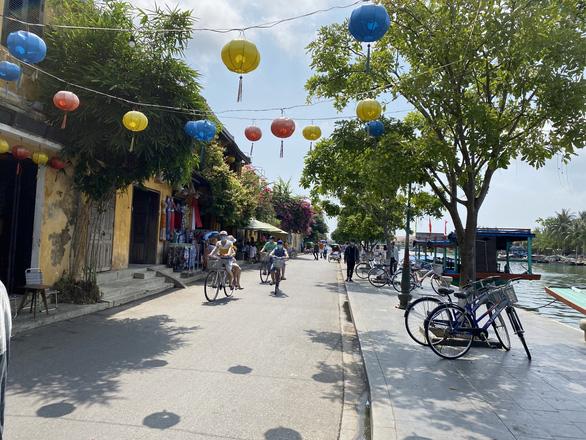 Quảng Nam có ca dương tính lần 1 với COVID-19 liên quan nhân viên khách sạn ở Đà Nẵng - Ảnh 1.