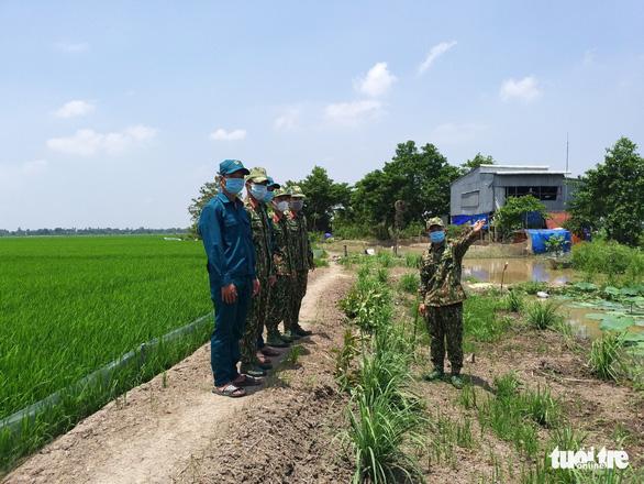 Biên phòng An Giang được tăng cường thêm 180 quân lên biên giới phòng dịch COVID-19 - Ảnh 1.