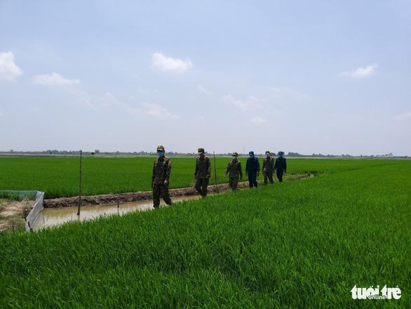 Biên phòng An Giang được tăng cường thêm 180 quân lên biên giới phòng dịch COVID-19 - Ảnh 2.