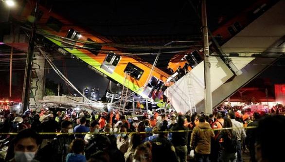 Kinh hoàng sập cầu vượt metro ở thủ đô Mexico, ít nhất 20 người chết - Ảnh 3.