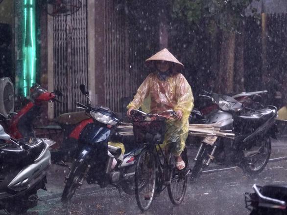 Đêm nay và ngày mai Bắc Bộ, Bắc Trung Bộ mưa lớn - Ảnh 1.