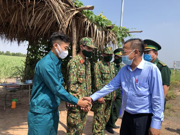 TP.HCM hỗ trợ 5,6 tỉ đồng cho các tỉnh biên giới chống dịch - Ảnh 3.