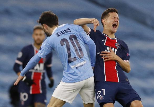 Ander Herrera tố trọng tài văng tục với cầu thủ PSG - Ảnh 2.