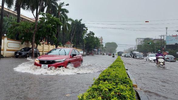 Miền Bắc mưa lớn, TP Thái Nguyên, Bắc Giang ngập gần nửa mét - Ảnh 3.