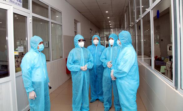 Thêm 8 ca nghi dương tính liên quan chuyên gia Trung Quốc, Vĩnh Phúc họp khẩn - Ảnh 1.