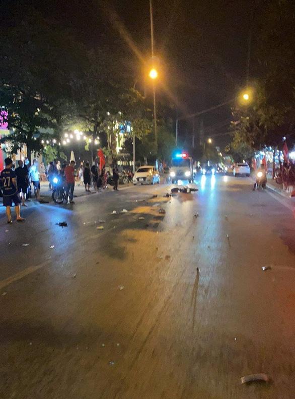 Tài xế bỏ chạy sau khi gây tai nạn liên hoàn làm chết 1 nữ sinh, bị thương 3 người - Ảnh 1.