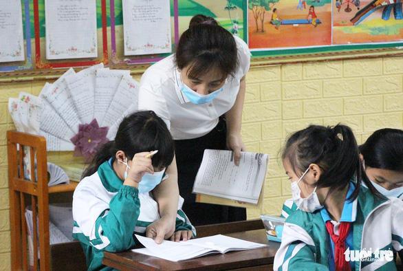 1.400 học sinh Bắc Ninh trở lại trường sau sự cố nước thải nhà máy giấy - Ảnh 2.