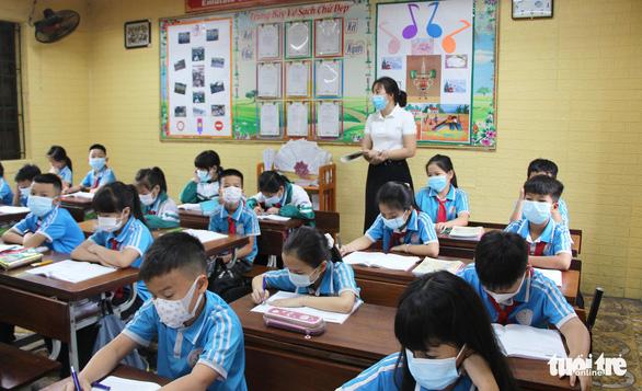 1.400 học sinh Bắc Ninh trở lại trường sau sự cố nước thải nhà máy giấy - Ảnh 1.