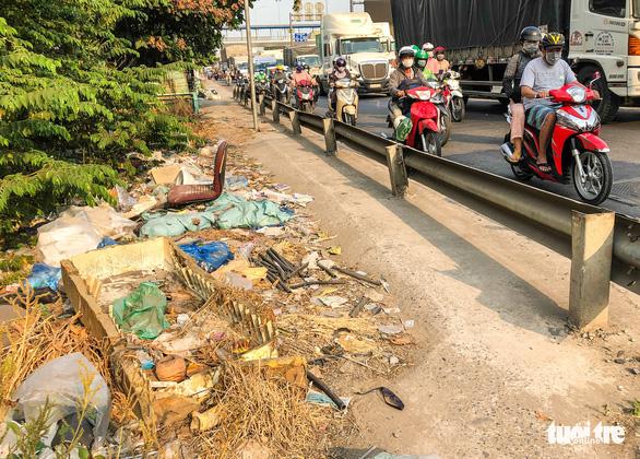 Đường Sài Gòn đâu phải bãi rác, rác ở đâu cứ mọc ra đống đống? - Ảnh 8.