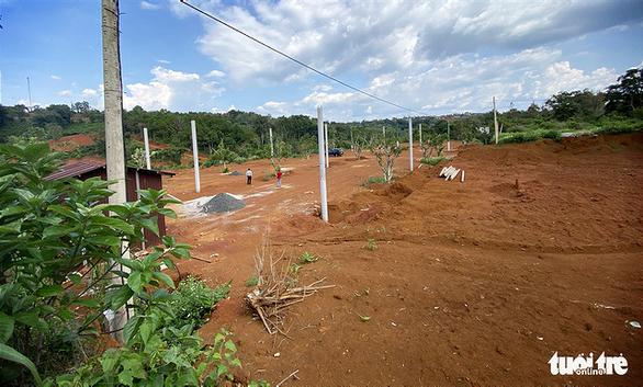 Lại san lấp đất nông nghiệp vì có view nhìn xuống... thác nước - Ảnh 2.