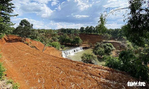 Lại san lấp đất nông nghiệp vì có view nhìn xuống... thác nước - Ảnh 4.