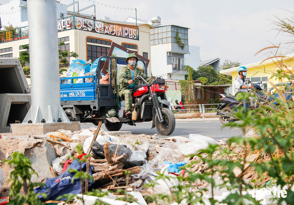 Đường Sài Gòn đâu phải bãi rác, rác ở đâu cứ mọc ra đống đống? - Ảnh 9.