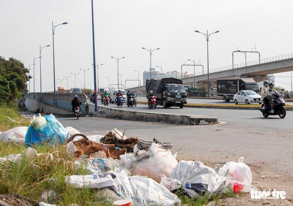 Đường Sài Gòn đâu phải bãi rác, rác ở đâu cứ mọc ra đống đống? - Ảnh 7.