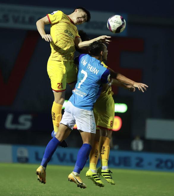 Giải bóng đá hạng nhất, hạng nhì quốc gia phải tạm dừng vì COVID-19 - Ảnh 1.