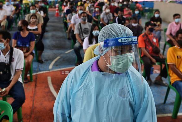 Có ca nhiễm nhiều hơn 73 tỉnh Thái Lan cộng lại, tình hình Bangkok nghiêm trọng - Ảnh 1.