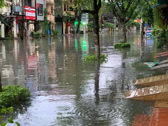 Miền Bắc mưa lớn, TP Thái Nguyên, Bắc Giang ngập gần nửa mét - Ảnh 2.