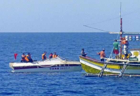 Philippines nói ngư dân không cần sợ lệnh đánh bắt cá của Trung Quốc - Ảnh 1.
