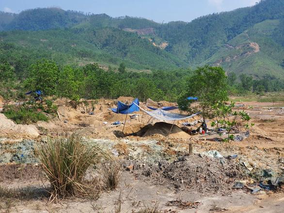 Nam thanh niên bị đá đè tử vong tại bãi vàng Bồng Miêu - Ảnh 1.