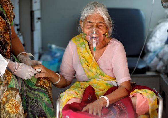 Ấn Độ ghi nhận kỷ lục buồn: số ca mắc và tử vong vì COVID-19 cao nhất từ trước đến nay - Ảnh 1.