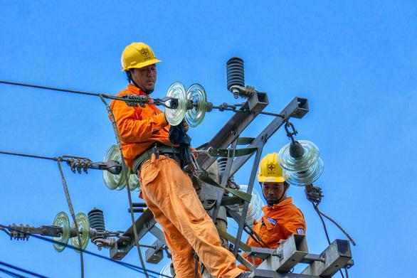 EVNSPC tăng cường cấp điện phục vụ ngày lễ và phòng chống dịch COVID-19 - Ảnh 2.
