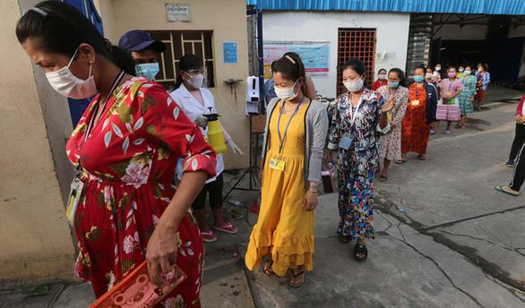 Campuchia: Cả nước thêm 650 ca COVID-19, Phnom Penh dỡ phong tỏa trong lo lắng - Ảnh 3.