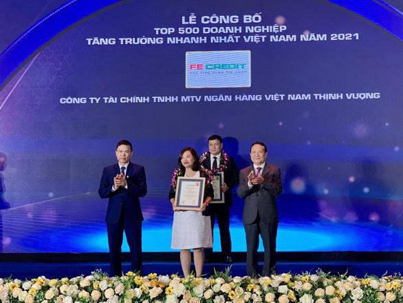FE CREDIT được vinh danh Top 500 doanh nghiệp tăng trưởng nhanh nhất Việt Nam - Ảnh 1.