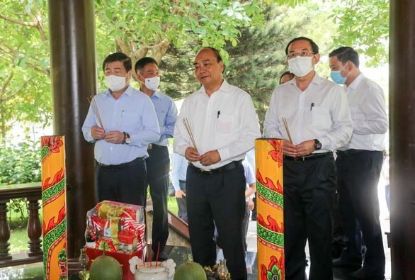 Chủ tịch nước Nguyễn Xuân Phúc viếng cố Thủ tướng Phan Văn Khải - Ảnh 2.