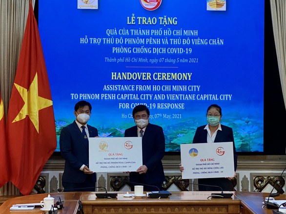 TP.HCM hỗ trợ Phnom Penh, Vientiane chống dịch - Ảnh 1.