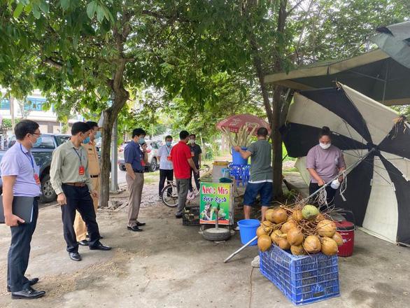 Hai chủ tịch phường ở TP Hải Dương bị phê bình vì chống dịch lơ là - Ảnh 1.