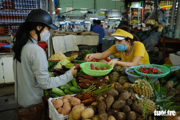 Đà Nẵng dừng hoạt động chợ Đống Đa vì 1 bệnh nhân COVID-19 - Ảnh 1.