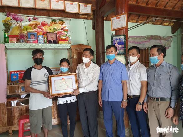 Truy tặng Huân chương Dũng cảm cho sinh viên Nguyễn Văn Nhã - Ảnh 2.