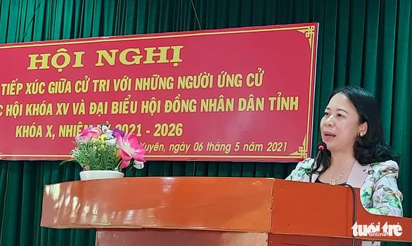 Phó chủ tịch nước Võ Thị Ánh Xuân tiếp xúc cử tri tại TP Long Xuyên - Ảnh 1.