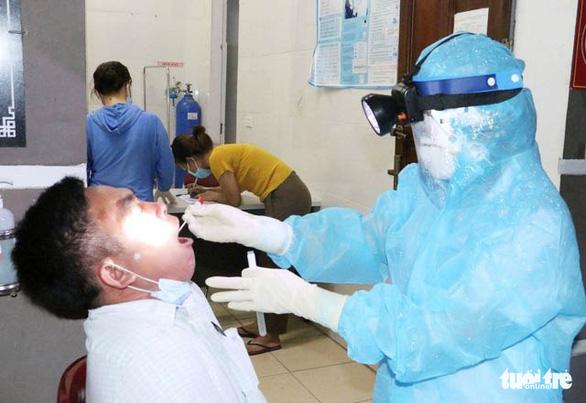 23/32 F1 của hai cô gái tái nhiễm COVID-19 ở Hà Tĩnh âm tính - Ảnh 1.